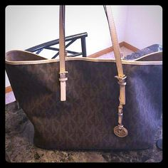 Micheal Kors Jet-set Tote bag Very large tote bag. Brand new with tags. Purchases for $248. Michael Kors Bags Totes