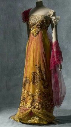 Callot Soeurs 1907-1913 Evening Gown. Closeup of front three-quarters view. Les Arts Decoratifs