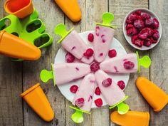 Rezept Joghurteis mit Himbeeren – Anders als die industriell hergestellte Glace, kommt unser Rezept ohne weissen Haushaltszucker aus. Gesüsst wird die Joghurtglace mit den Himbeeren und wenig Agavendicksaft. Was alles für die Herstellung der Himbeerglace benötigt wird, erfährst du in unserem Rezept. #Eis #Glace #Joghurt #Joghurteis #selbstgemacht #Dessert #DessertfürKinder #Kindergericht #Kinderessen #EssenmitKindern #KochenfürKinder #Himbeereis #Himbeerjoghurteis #Himbeerglace Watermelon, Dessert, Fruit, Drinks, Food, Raspberry Ice Cream, Kid Cooking, Healthy Drinks, Food For Kids