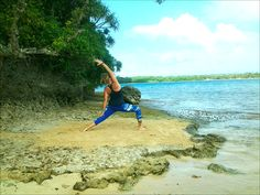 Beach Yoga: Poses To Do Barefoot In The Sand - http://meditationadvise.com/beach-yoga-poses-to-do-barefoot-in-the-sand/