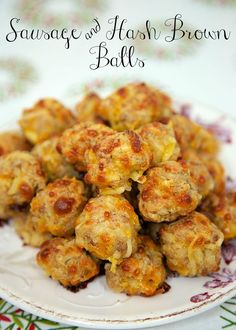 Sausage & Hash Brown Balls - mix together and freezer for a quick snack. Perfect for Christmas morning! Sausage & Hash Brown Balls - mix together and freezer for a quick snack. Perfect for Christmas morning! What's For Breakfast, Breakfast Dishes, Breakfast Recipes, Breakfast Finger Foods, Breakfast Appetizers, Frozen Breakfast, Breakfast Casserole, Office Breakfast Ideas, Hashbrown Breakfast