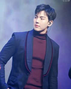 Shownu looks real nice in that turtleneck sweater. He's so attractive.