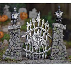 Cute Fairy Garden Miniatures Halloween Cemetery Scary Pillars Gate for sale online Halloween Clay, Halloween Fairy, Halloween Miniatures, Fall Halloween, Halloween Crafts, Halloween Decorations, Halloween Items, Haunted Dollhouse, Haunted Dolls