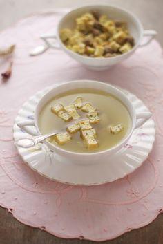 un brodo come quello che veniva servito a Natale saprei riconoscerlo tra tanti. Wine Recipes, Soup Recipes, Sweet Life, Italian Recipes, Panna Cotta, Meals, Dishes, Cooking, Ethnic Recipes