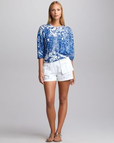 http://ncrni.com/emilio-pucci-vneck-poncho-blouse-butterflyembroidered-shorts-p-3683.html