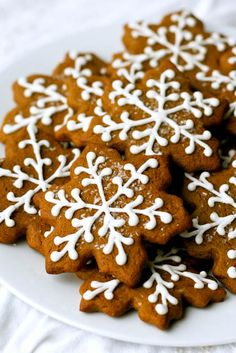 thinking about Christmas cookies! definitely want to make lots of these gingerbread cutouts with royal icing.