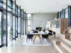 There is so much light in this gorgeous home that it looks like transparent. The light texture of the wood, the glass wall from bottom to the top and the beautiful chairs designed by Patricia Urquiola. Best Interior, Interior And Exterior, Villa, Interior Decorating, Interior Design, Wood Interiors, Cottage Design, Contemporary Interior, Home And Living