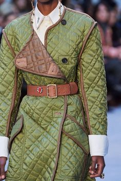 Fashion Week, Fashion 2020, Fashion Show, Fashion Outfits, Womens Fashion, Fashion Trends, Chloe, Vogue Paris, Style Vert