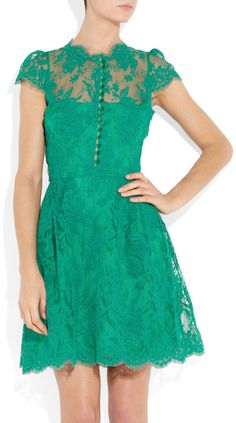 LOVE this dress! The color, the lace, and the buttons work so well together, such a vintage look! ♥
