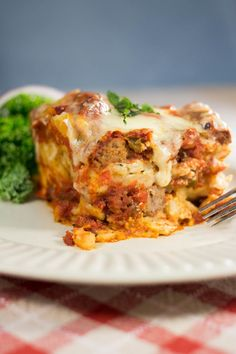 Slow Cooker Lasagna: Slow Cooker Lasagna is a family-friendly dinner dish that is easy on the wallet and the chef. That's one simple gluten free dinner!