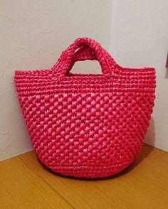 #ビニール紐#スズランテープ#ククリナ#かぎ針編み #バッグ#ハンドメイド#メルカリ#ラクマ 今度は赤色で。 可愛く仕上がりました(*´ω`*)❤
