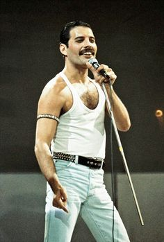 Freddie Mercury of Queen performs on stage at Live Aid on July 1985 in Wembley Stadium London England Queen Freddie Mercury, John Deacon, Avatar Art, Harry Potter Star Wars, Freddie Mecury, Aids Awareness, Live Aid, Roger Taylor, Queen Photos