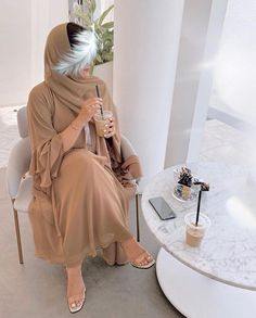 Burqa Fashion, Modest Fashion Hijab, Modern Hijab Fashion, Street Hijab Fashion, Modesty Fashion, Hijab Fashion Inspiration, Muslim Fashion, Fashion Outfits, Fashion Drawing Dresses
