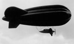 [1933] Airship side view / Vue de coté d'un dirigeable