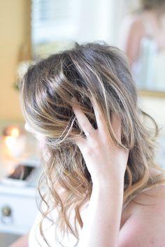 Loose Waves Hair Tutorial   http://timelesstasteblog.com #SummerWaves #hairtutoriall #TimelessTaste