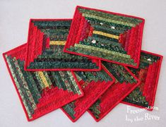 Logs Placemats Log Cabin placemats by the River -- If I used the various colors of my Fiesta.Log Cabin placemats by the River -- If I used the various colors of my Fiesta. Christmas Log, Christmas Patchwork, Christmas Placemats, Christmas Sewing, Christmas Fabric, Christmas Crafts, Patchwork Table Runner, Table Runner And Placemats, Quilted Table Runners