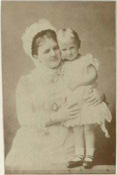 Portret van Emma, koningin-regentes der Nederlanden, en Wilhelmina, koningin der Nederlanden, Richard Kameke, 1882 - 1883