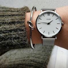 The Cluse Minuit collection pays tribute to starry nights and elegant evening looks. The delicate design of this featherlight watch makes it the perfect accessory for a fashionable, yet subtle result.