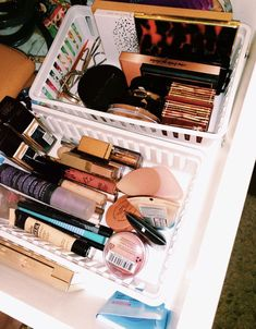 makeup storage – Hair and beauty tips, tricks and tutorials Makeup Drawer, Makeup Storage, Makeup Organization, Room Organization, Makeup Collection Storage, Aesthetic Rooms, Aesthetic Makeup, Makeup Goals, Makeup Inspo