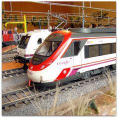 Circulaciones ferroviarias RENFE en la estación ADIF. Escala H0.