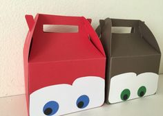 Disney cars party favor boxes Lightning Mcqueen Party, Car Themed Parties, Cars Birthday Parties, Cars Party Favors, Auto Party, Pixar Cars Birthday, Hot Wheels Party, Disney Cars Party, Baby Boy Birthday