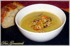 Kartoffel-Curry-Suppe mit knackigem Gemüse und Garnelen von Niki http://www.pinterest.com/dasgenusseck/ Zutaten: Kartoffeln, Kokosmilch, Garnelen, Stangensellerie, Karotte, braune Champignons, Zwiebel, Ingwer, Currypulver, Gemüsebrühe, Zitronensaft, Sesam, Salz, Pfeffer #gutelaunevitamix