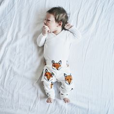 Super soft, cotton baby leggings, printed with a cool geometric fox face. Designed and made in Britain. Toddler Fashion, Kids Fashion, Baby Kids, Baby Boy, Fox Face, Fox Print, Baby Leggings, White Leggings, Printed Leggings