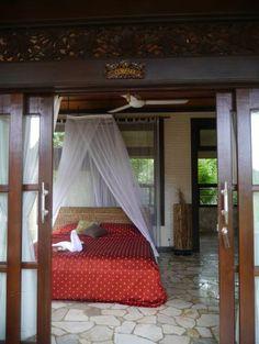 プリチャンティックはバリ島ウブドのホテル。 4部屋の安全で清潔な癒しの空間です。 Puri Cantik located at Ubud Bali. www,puricantikbungalow.com