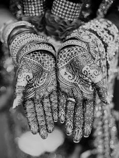 Today I am bringing before you an exceptional and really nice post of Bridal Mehndi designs. Mehndi is an essential feature for a Bride who looks imperfect and incomplete without applyi… Bridal Mehndi Designs, Bridal Henna, Henna Designs, Rangoli Designs, Arabic Henna, Henna Mehndi, Irezumi, Mehndi Patterns, Asian Bridal