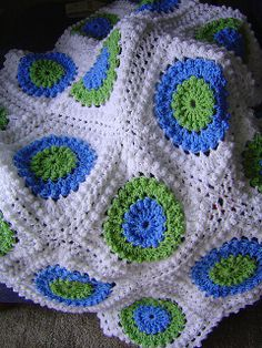 Circle of Friends, crochet afghan freebie pattern. Delicious. Adore this design, thanks so xox.