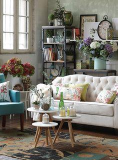 ¿Pensando en #redecorar tus espacios? Anímate con todos los #textiles y #decoración que trajimos al #DecoBazar Homy. #Botánica #Living #Plantas Gallery Wall, Throw Pillows, Living Room, Bed, Inspiration, Textiles, Home Decor, Ideal Home, Environment