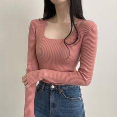 """1,615 次赞、 11 条评论 - 오픈클로딩, 내가 입고싶은 옷만! (@choa_joah) 在 Instagram 发布:""""빨리 보여드리고 싶은고ㅠㅠㅠㅠㅠㅠㅠㅠㅠ 이게 만원대 ㅠㅠㅠㅠ"""" Casual School Outfits, Teen Fashion Outfits, College Outfits, Cute Outfits, Korean Outfits School, Korea Fashion, 70s Fashion, Fashion 2020, Fashion Tips"""