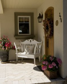 The front door patio ideas will be the first impression that you may get from your guest when they're visiting your house. Here are some inspirations of front door patio ideas for your home design that you may try. French Country Style, French Country Decorating, Modern Country, Southern Style, Porche Chalet, Porche Frontal, Inviting Home, Decks And Porches, Front Porches