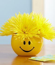Centerpiece idea for Emoji birthday party Just Smile, Happy Smile, Happy Day, Happy Weekend, Happy Hour, Smiley Emoticon, Smiley Faces, Love Smiley, Smiley Happy