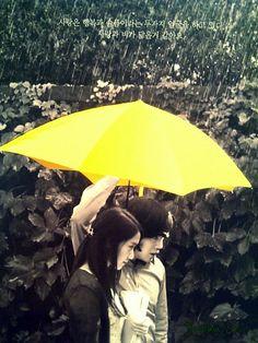 sarı şemşiyeden ben de alıyım ya asadsafdv  I miss you Love rain daha bir çok dizide aşklar sarı şemşiye ile başladı :DD