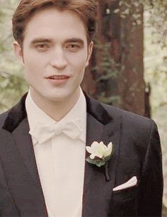 """"""" All I really saw was Edward's face; it filled my vision and overwhelmed my mind. His eyes were a buttery, burning gold; his perfect face was almost severe with the depth of his emotion. Twilight Jokes, Vampire Twilight, Twilight Movie, Twilight Saga, Twilight Bella And Edward, Twilight Breaking Dawn, Twilight Pictures, Edward Cullen, Whatsapp Group"""