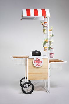 Twee FSDU idea however doesn't hold much stock. Pos Design, Stand Design, Booth Design, Retail Design, Food Cart Design, Food Truck Design, Stop Rayon, Mobile Kiosk, Vendor Cart