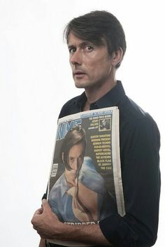 itsdrakey: Brett Anderson and his younger self Along with the Les Inrockuptibles cover, this is his best cover! I think he' Brett Anderson, Britpop, Rockn Roll, Rock Legends, Music Icon, 90s Kids, Good People, Pretty Boys, Timeless Fashion