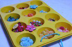 AN IDEA to organize jewelry crafting: use a muffin tin for an organized craft room Craft Room Storage, Diy Storage, Jewelry Organization, Craft Rooms, Storage Ideas, Getting Organized, Jewelry Crafts, Fun Crafts, Farmhouse Decor