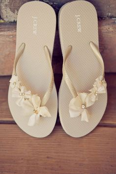 dress up some inexpensive flip-flops to turn them into after wedding bridal shoes. Cute, comfortable, and cheap- because I live in my flip flops Flip Flops Diy, Bride Flip Flops, Flip Flop Sandals, Wedding Flip Flops, Comfy Shoes, Cute Shoes, Me Too Shoes, Hip Wedding, Trendy Wedding