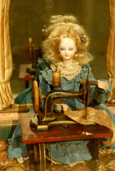 Sewing automaton : beautiful and creative.