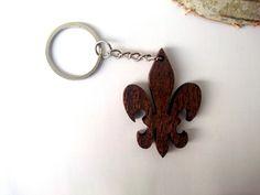 Wooden Lily Keychain French Keychain Fleur-de-lis от PongiWorks