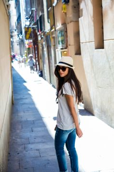 Walk along the streets of Europe in classic denim and a casual tee.