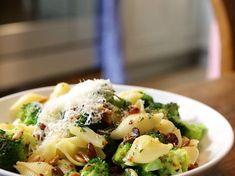 Pas d'idées pour le repas de ce soir ? Préparez des pâtes aux brocolis, une recette facile et rapide à préparer, que toute la famille appréciera.