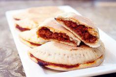 Quick and easy vegan Empanadas. Why Vegan, Vegan Vegetarian, Vegetarian Recipes, Cooking Recipes, Vegan Food, Healthy Recipes, Vegan Recepies, Vegan Snacks, Vegan Dinners