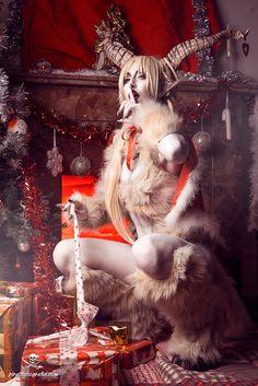 Krampus Cosplay - christmas set by Adelbra on DeviantArt Dark Christmas, Christmas Art, Christmas Makeup, Arte Horror, Horror Art, Dark Fantasy Art, Dark Art, Fantasy Photography, Wow Art