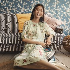 Swedish fashion giant H&M has unveiled a debut print collaboration with British wallpaper and textile house GP and J Baker, which is renowned globally as supp Vogue Paris, Latest Fashion Trends, Fashion News, Gp&j Baker, Swedish Fashion, Fashion Poses, Fashion Editorials, Dressed To Kill, Fabric Design