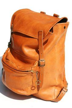 Vintage leather backpack - a little more stylish than my black nerdy backpack i lug to uni