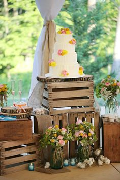 Pallet Ideas - Rustic Cake Stand - Wedding Flowers - Farm Rustic Wedding - Outdoor Wedding Venue - Buttercream Icing - Flowers on Cake - Yellow - Pink - Ivory - Milk Crates - Wooden Cake Stand - Southern Chic - Country Rustic Farm Wedding - Vintage Details - Knoxville TN Florist - www.lisafosterdesign.com