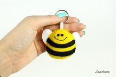 Ape portachiavi in feltro, ape in feltro, portachiavi animali, accessorio per borse e borsette, regalo per bambini, portachiavi giallo di Lanatema su Etsy